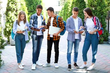 Jugendliche Schüler im Ausland